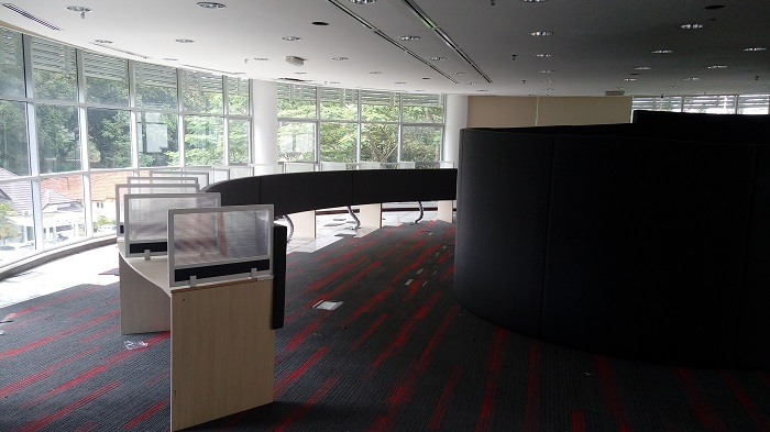 Curved cubicle