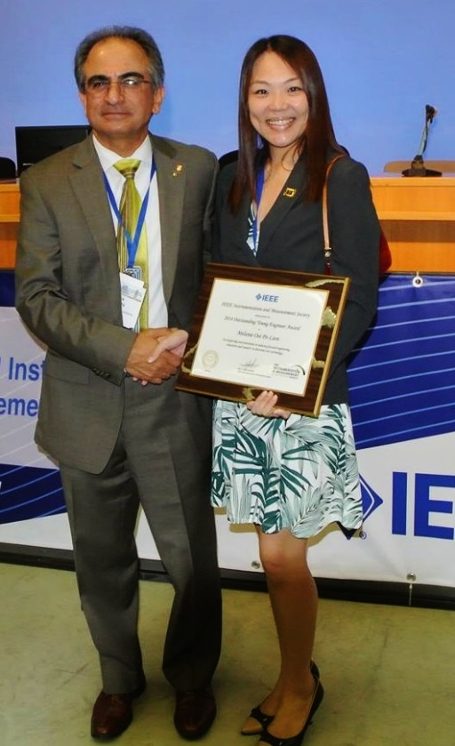 Dr. Melanie Ooi (right) with the current president of IEEE I&M Society Prof. Reza Zoughi(left)