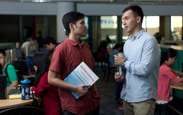 malaysia-students-talking
