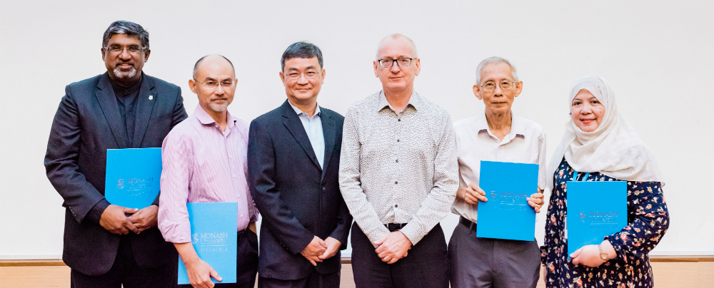 Recipients of the 20 years Long Service Award. From left: Professor Mahendhiran Nair (recipient), Professor Lan Boon Leong (recipients), Ong Pang Yen, Professor Andrew Walker, Professor Lim Yau Yan (recipient), Dr Adlina binti Ahmad (recipient)