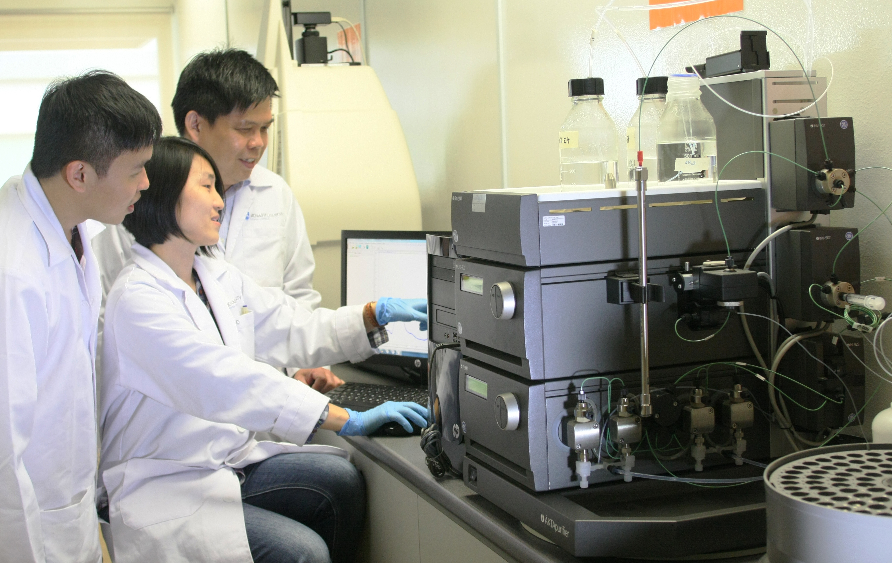 Prof Tey with his team of researchers analysing the results from the chromatographic purification process – which purifies virus-like particles.